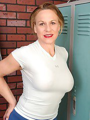 Horny sporty mature Summer takes off her shorts in the locker room