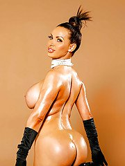 Beautiful milf Nikki Benz is breaking internet with her awesome ass
