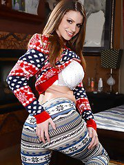 Teen with big boobies Brooklyn Chase is taking her clothes off