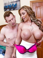 A Latina cougar milf Eva Notty gets naughty with her seduction in reality show