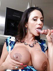 Unstoppable cougar Ariella Ferrera shows what real blowjob means