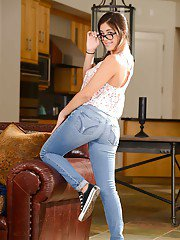 Good teen babe Natalie Monroe takes everything off except for glasses