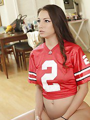 Cheerleader babe Alexis Rodriguez shows exceptionally good buttocks