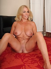 Mature babe Crystal Taylor assesses chances to become a pornstar