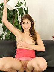 Nasty babe Elis Gilbert pours her own piss over her face and belly
