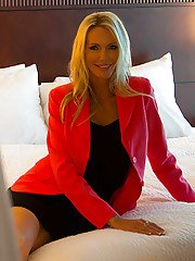 Handsome stud plows mature babe Emma Starr in a hot amateur GF fantasy