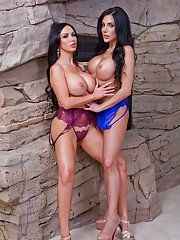 Busty lesbians Jaclyn Taylor and Nikki Benz rubbing big boobs together