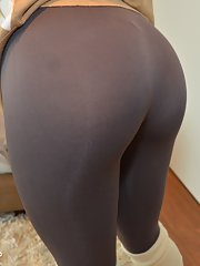 Ebony amateur honey Peyton gets out of her skin tight yoga pants