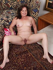 Granny Felicia McDonald takes off her sexy lingerie for nude posing