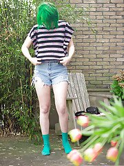 Cute green haired amateur babe Bobbie getting dressed in her back yard