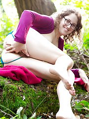 First timer in glasses heads outdoors for naked modelling gig