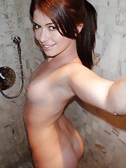 Homemade selfies of ex gf Ashlyn nude after getting out of shower