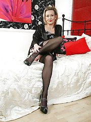 Experienced dame Betsy Blue displays her sexy older legs in pantyhose