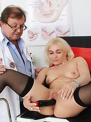 Mature slut in stockings Sandy getting toy fucked by a gynecologist