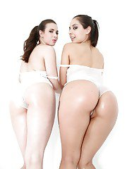 Latina lesbians Jynx Maze and Casey Calvert are the cutest anal dykes going