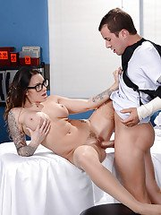 Tattooed doctor Juelz Ventura 69ing with bound hospital patient