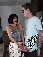 Short haired brunette cougar Veronica Avluv giving young guy head