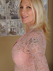 Older blonde broad Cameo unleashing big breasts for close ups