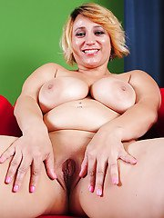 Chubby blonde lady Jewels playing with large natural knockers