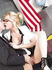 Blonde pornstar Riley Steele have her teachers pussy ate out