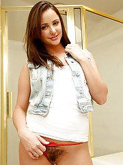 Young babe model Hope Howell reveals her nice tits and trimmed bush