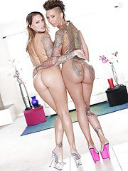 Latina lesbians Juelz Ventura and Bella Bellz pose in nude together