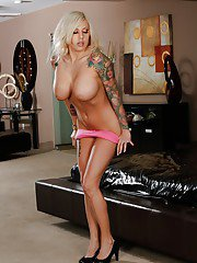 Platinum blonde babe Vyxen Steel unleashes her large hooters