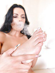 Top rated Euro model Shalina Devine releasing bare feet from platform shoes