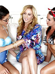 Hot chicks Blair Summers Julia Ann and Rahyndee James have dyke 3some sex