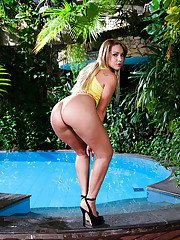 Sexy blonde chick Cindy Blueberry showing off big booty beside pool
