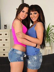 Brunette chicks Bella Beretta and Brittny Babe exchange kiss and lick pussy