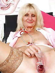 Older blonde lady Mia Hot masturbating her granny pussy in exam room