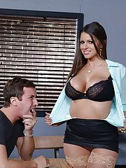 Curvy babe Brooklyn Chase seduces a younger man for sex in classroom