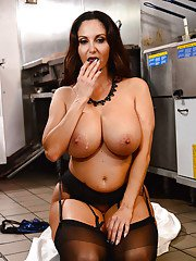 Bosomy cougar Ava Addams deepthroating cucumber while seducing younger man