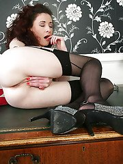 Aged woman Scarlet flashing bare butt cheeks in nylons and heels