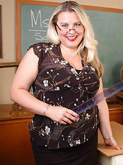 Obese blonde teacher Tawni parking fat pussy on cock in classroom