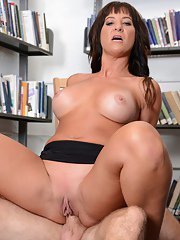 Buxom MILF Brandi Fox taking cumshot in mouth on knees after riding cock