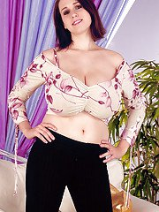 European amateur Nicole Peters unveiling large all natural MILF breasts