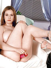 Amateur chick Nicole Peters unleashing massive saggy tits in high heels