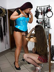 Fat amateur dykes Larissa Gold and Cora Kitty lick pantyhose encased twats
