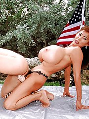 Mature dykes Minka Kayla Kleevage and Plenty Uptopp toying outdoors