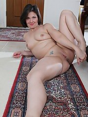 Chubby brunette mom Penny Prite spreading shaved cunt after stripping naked