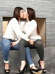 Italian lesbians Valentina Nappi and Leah Gotti lick shaved cunts in heels