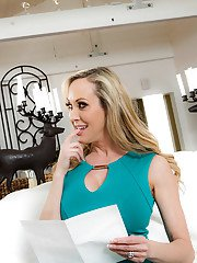 Blonde MILF cougar Brandi Love giving blowjobs in MMF threesome