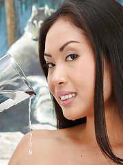 Asian babe Davon Kim pissing into cup and drinking own urine