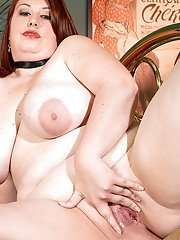 Older fatty Risque Waters unveils large boobs and spread pussy