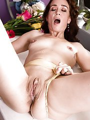 Brunette MILF over 40 Sable Renae giving BBC interracial blowjob