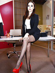 Leggy office babe shedding nylons and high heels to expose sexy barefeet