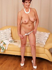 Aged chunker Jesica Hot revealing hairy pussy for masturbation session