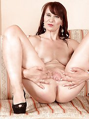 Mature solo girl sheds lingerie for shaved pussy spreading in high heels